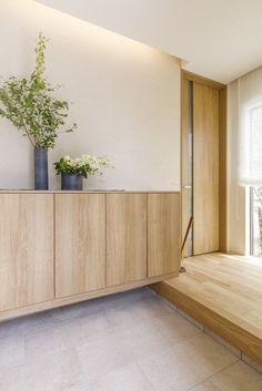 Entry Way Design, Foyer Design, House Design, Japanese Bedroom, Japanese House, Entrance Foyer, House Entrance, Modern Japanese Interior, Inside A House