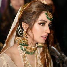Iman Ali Wedding: A Look Inside Supermodel Iman Ali's Wedding to Babar Bhatti Desi Bridal Makeup, Pakistani Bridal Makeup, Bridal Makeup Looks, Bridal Lehenga, Bridal Chura, Pakistani Jewelry, Bridal Mehndi, Bridal Beauty, Wedding Makeup