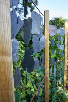 On décore son extérieur, autant que son intérieur, pour profiter au mieux de son jardin. #castorama #inspiration #decoration #ideedeco #tendancedeco #jardin #exterieur #amenagement #salondejardin #tapis #plantes #vegetal #fauteuil #tablebasse #terrasse