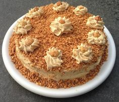 This is to die for!!!!!!!! Hazelnoot Schuimtaart recept | Smulweb.nl