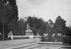 Plaça Neptú amb la Font de Neptú abans de la construcció de la Fundació Joan Miró. Fons fotogràfic Salvany (Biblioteca de Catalunya)