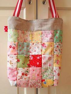 moldes quadrados em bolsa em patchwork