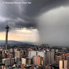 10 Nov 2016 Wolkbreuk oor Johannesburg in Gauteng provinsie Suid Afrika Tornados, Thunderstorms, Johannesburg Skyline, Namibia, No Rain, Storm Clouds, Seattle Skyline, South Africa, Landscape Photography