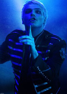 gerard way from my chemical romance, black parade era concert live