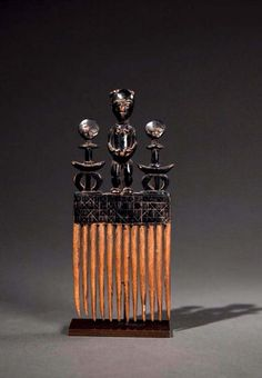 Africa | Comb from the Ashanti people of Ghana | Wood. H: 20,5 cm