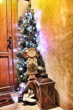 Vánoční výzdoba u vchodových dveří