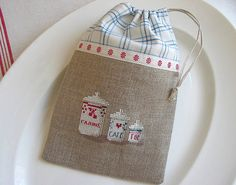 by petits détails cross stitch finishing Cross Stitch Designs, Cross Stitch Patterns, Cross Stitching, Cross Stitch Embroidery, Cross Stitch Kitchen, Cross Stitch Finishing, Fabric Bags, Little Bag, Handmade Bags