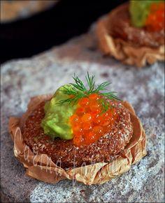 Avocado salmon roe canapé Salmon Roe, Salmon Avocado, Caviar Recipes, Hors D'oeuvres, Ova, Canapes, Finger Foods, My Recipes, Tapas