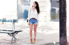 Sac-Chanel-Blouse-The-Kooples-Short-Levi's-Boots-Parcours