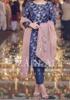 Source by Dresses Beautiful Pakistani Dresses, Pakistani Formal Dresses, Pakistani Wedding Outfits, Pakistani Dress Design, Pakistani Wedding Dresses, Indian Dresses, Indian Suits, Fancy Dress Design, Stylish Dress Designs