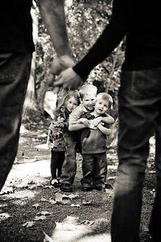 two cute little boys and a beautiful little girl; my dream family <3 Cute Family Photos, Family Picture Poses, Family Posing, Boy Photos, Family Pictures, Family Portraits, Farm Pictures, Couple Photos, Picture Ideas