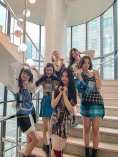 Kpop Girl Groups, Kpop Girls, Its Goin Down, Pre Debut, Pop Group, Foto E Video, Pretty People, My Girl, Mini Skirts