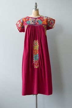 Vintage 1970s maroon cotton Oaxacan embroidered Mexican dress with scoop neck, short sleeves, slits on sides and easy comfy fit. Beautiful rainbow embroidery covers most of the front. So pretty and easy to wear!   ✂ ✂ ✂ M E A S U R E M E N T S ✂ ✂ ✂  fits like: small bust: up to 36 waist: undefined hip: up to 46 sleeve length: 4 length: 39 brand/maker: n/a condition: Good  to read about our condition standards and read our sizing guide: www.etsy.com/shop/GoldBanana/po...