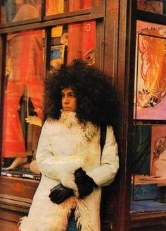 Gal Costa em Londres, em 1970, em visita a Gilberto Gil e Caetano Veloso, durante o exílio imposto aos dois músicos pela ditadura militar. Veja mais em: http://semioticas1.blogspot.com.br/2013/04/o-novo-jards_8633.html