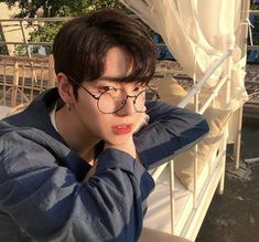 korean makeup looks Korean Boys Hot, Korean Boys Ulzzang, Korean Men, Ulzzang Girl, Korean Girl, Beautiful Boys, Pretty Boys, Cute Boys, Cute Asian Guys
