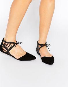 Изображение 1 из Остроносые туфли на плоской подошве со шнуровкой New Look