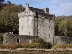 Saddell Castle ►► http://www.castlesworldwide.net/castles-of-scotland/argyll-and-bute/saddell-castle.html?i=p