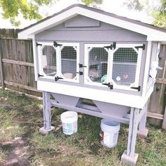 10 Cute DIY Rabbit Hutches You Could Make At Home – There are some people out there that treat their animals better than they do human beings, and we think that… Diy Bunny Hutch, Diy Bunny Cage, Bunny Cages, Rabbit Cage Diy, Rabbit Cages Outdoor, Outdoor Rabbit Hutch, Indoor Rabbit Cage, Rabbit Pen, Rabbit Farm