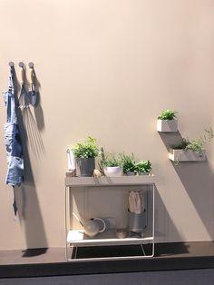 Sand und Beige sind das neue Grau – Einer der neuen Einrichtungstrends von der Möbelmesse in Köln. Die Farben in unseren Wohnungen werden wieder kräftiger und wärmer. Mehr dazu im Artikel auf MY TINY HOME #einrichtung #einrichten #wohnung #kleinewohnung #mytinyhome