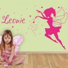 Sticker Fee met eigen naam voor een sprookjesachtige meisjeskamer