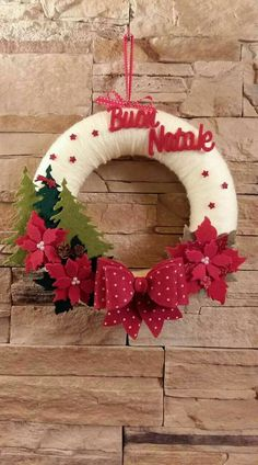 of the best DIY Christmas wreath ideas DIY projects – Christmas Crafts Easy Christmas Ornaments, Felt Christmas Decorations, Christmas Wreaths To Make, Holiday Wreaths, Christmas Projects, Simple Christmas, Diy Christmas, Christmas 2019, Christmas Island