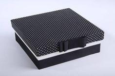 Caixa de madeira forrada de tecido preto poá branco, temos outras opções de tecidos, cores e estampas. Consulte. R$ 30,00
