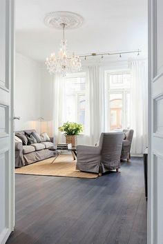 Bolig til salgs Kitchen Family Rooms, Oversized Mirror, Accent Chairs, Real Estate, Apartments, Interiors, Inspiration, Furniture, Home Decor