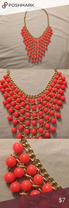 Coral Statement Bib Necklace Forever 21 Coral bib necklace from forever 21! Only worn once. Forever 21 Jewelry Necklaces