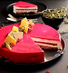 Raspberry cake w/ verbena cream
