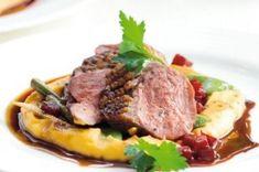 Divoká kachna plněná hroznovým vínem | Apetitonline.cz Cooking Tips, Steak, Beef, Food, Plating, Meat, Essen, Steaks, Meals