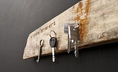 Magnetic driftwood to easily store your keys, knives or other metallic tools