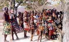 """O território """"mucubal""""estende-seao longo das encostas da Serra da Chela entrando depoispelo Deserto do Namibe chegando muito perto do Chiange. As suas relações com o povo Nhanheca H…"""