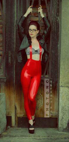 """photono-van-lichten: """" Model: Romina Leggings: van Lichten Design """""""