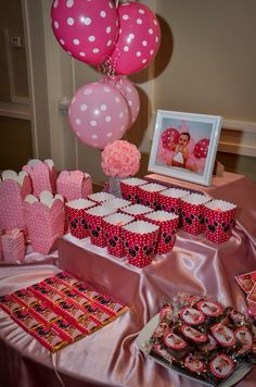 Minnie Mouse candy station
