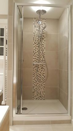 Shower Remodel Ideas Gray shower remodeling with curtain.Shower Remodel No Door Walk In. Washroom Design, Modern Bathroom Design, Bathroom Tile Designs, Toilet Design, Bathroom Interior Design, Bathroom Layout, Contemporary Bathrooms, Master Bathroom Shower, Small Bathroom