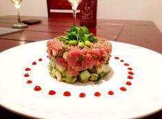 Want to impress your guests? This is a classic tuna tartar in a light and flavorful sesame ginger sauce that is as delicious as it is beautiful! Sauce Recipes, Fish Recipes, Seafood Recipes, Asian Recipes, Appetizer Recipes, Cooking Recipes, Healthy Recipes, Ethnic Recipes, Fresh Tuna Recipes