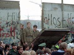 La chute du Mur de Berlin, le 9 Novembre 1989. cet évènement à marqué mon adolescence.
