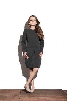 Sukienka z odcięciem w pasie - Peach Kids Ładne sukienki dla dziewczynek możesz kupić na: http://bozzolo.pl/dziecko/sukienki-dresowe-dla-dziewczynek.html