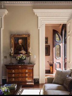 Elegant classicism with porticos in this fine Georgian country house #naturalcurtaincompany