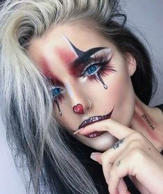 Are you looking for ideas for your Halloween make-up? Check this out for cute Halloween makeup looks. Maquillage Halloween Clown, Halloween Makeup Clown, Halloween Makeup Looks, Easy Halloween, Girl Clown Makeup, Womens Clown Makeup, Demon Halloween Costume, Sexy Clown Costume, Easy Clown Makeup