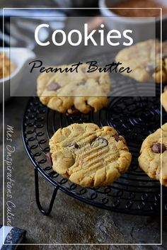 Cookies with peanut butter and chocolate chips - Tea Time ! Keto Chocolate Chip Cookie Recipe, Cookie Vegan, Sugar Cookie Recipe Easy, Chewy Peanut Butter Cookies, Oatmeal Cookie Recipes, Peanut Butter Cookie Recipe, Chocolate Chip Oatmeal, Easy Cookie Recipes, Healthy Cookies