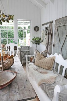 Shabby Chic home decor transformation reference 8895735001 to design for one truly smashing, charming bedroom decor. Please pop by the pink shabby chic decor girly webpage at once for further info. Swedish Cottage, Swedish Decor, Cottage Style, Swedish Farmhouse, Swedish Design, Swedish Style, Cottage Chic, Scandinavian Style, Scandinavian Bedroom