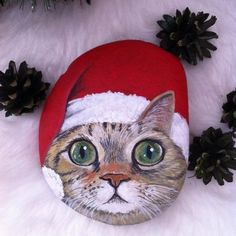christmas paintings Christmas paint ing on stones and pebbles Pebble Painting, Pebble Art, Stone Painting, Christmas Rock, Christmas Cats, Natural Christmas, Christmas Presents, Painted Gourds, Painted Rocks