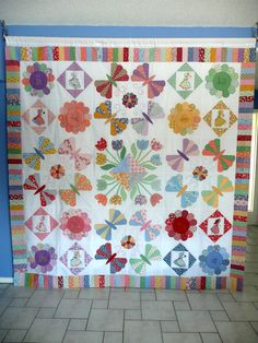 1930's repro quilt ITS FLASHY! Butterflies, dresdans and more!