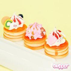 Small Pancake Charm