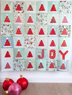 A cute Christmas Quilt Pattern featuring quilt Santa Hat Quilt Blocks or Party Hat Quilt Blocks by Melissa Mortenson of Polka Dot Chair Patterns. Christmas Quilt Patterns, Christmas Sewing, Noel Christmas, Christmas Crafts, Christmas Quilting, Christmas Ideas, Christmas Patchwork, Christmas Blocks, Christmas Placemats