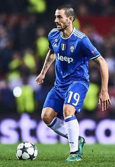 Leandro Bonucci of Juventus in action during the UEFA Champions League match between Sevilla FC and Juventus at Estadio Ramon Sanchez Pizjuan on November 22, 2016 in Seville, Spain.