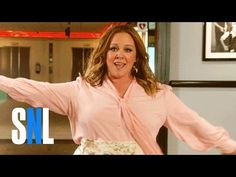 """Melissa McCarthy's Sean Spicer Performs """"I Feel Pretty"""" for 'SNL' Promo 