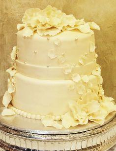 Falling petals wedding cake Petal Wedding Cakes, Candy Buffet, Vanilla Cake, Bakery, Cupcakes, The Incredibles, Angel, Desserts, Food