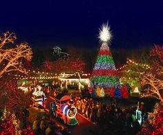 Christmas On Main Street at Silver Dollar City's An Old Time Christmas #Christmas #silverdollarcity